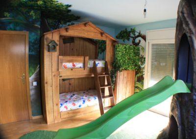 Habitación temática selva con cabaña